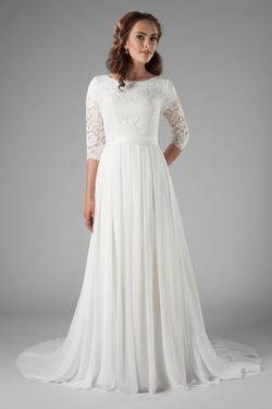 Stella York Ivory Lace Tulle Dolce Satin Style 6125 Modest Wedding Dress Size 10 (M