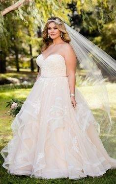 My Sunday morning has been made after seeing this gorgeous @watterswtoo gown  on this stunning #bride! Double tap if you agree and tag someone who you  think
