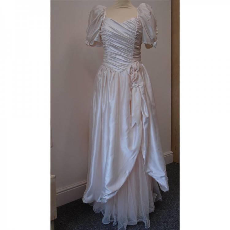 S Fitted White Mermaid dress fluffy ruffled skirt