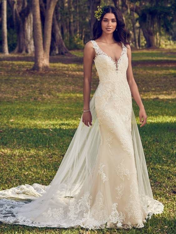 As for special big day the brides need to perform their best so they need  to evaluate at first kind of style that will flaunt their silhouette at  perfect