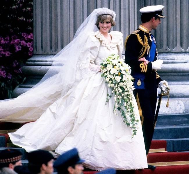 Discount Vintage Wedding Dresses Tea Length Satin Cheap Short Wedding Dresses With Sleeves Simple Ivory Bridal Gowns 80S Bride Dresses Halter Neck Wedding