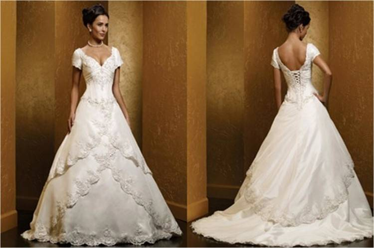 Neckline: Off Shoulder; Sleeve Type: Long Sleeves; Back: Zipper Back; Train Length: Chapel; Fabric: Lace, Tulle; Colour: White; Body Types: Hourglass,