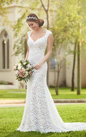Although most of these dresses you can see paired with a red or berry lip, a veil like this one seems to call out for more natural makeup as styled below