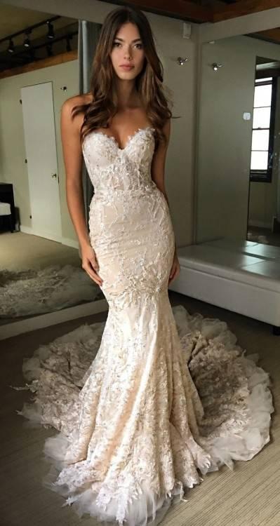 Salwar Kameez: – Famous Indian wedding dress also comprises beautifully  designed salwar kameez of several design and style