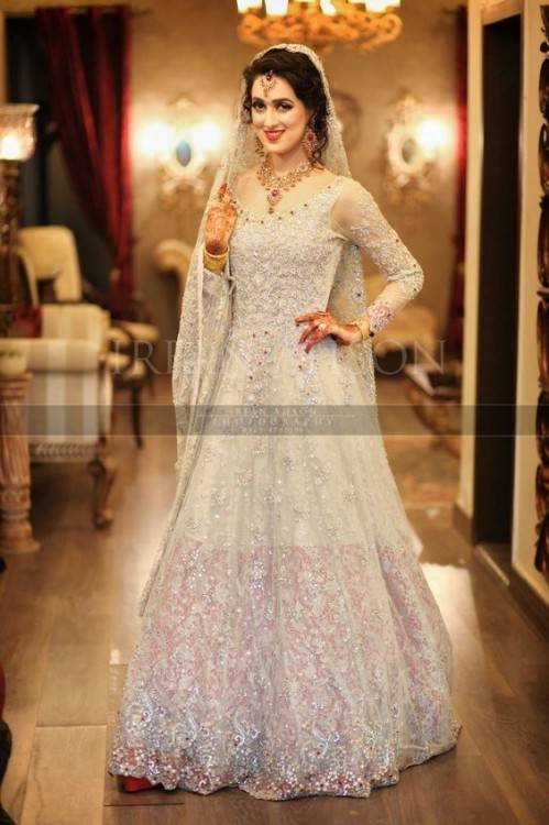 Discount 2019 Vintage Luxury Arabic High Neck Wedding Dresses Long Sleeve  Applique Lace Crystal Beads Sparkly AfricanMermaid Bridal Gowns Long Train  Modest