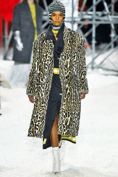 Know this: for autumn, fashion is really, really wild for animal print
