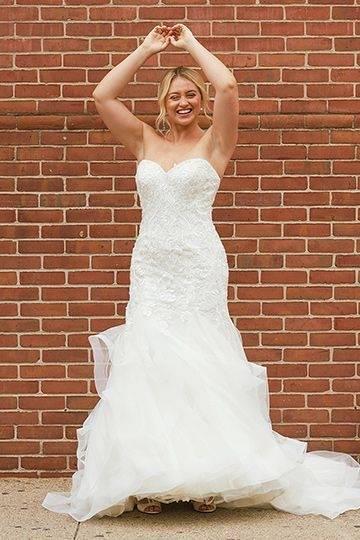 2017 Latest Luxurious Mermaid Wedding Dresses 2018 High Neck Crystals Shee R Long Sleeve Mermaid Appliques Wedding Gowns Wedding Dress With Lace Wedding