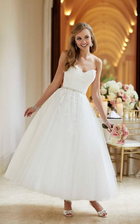 Discount 2017 Country Style Short Sleeves Wedding Dresses Lace Appliqued Pearls Sheer Bateau Neck Vintage Lace Bridal Gowns Robe De Mariage Wedding Gown