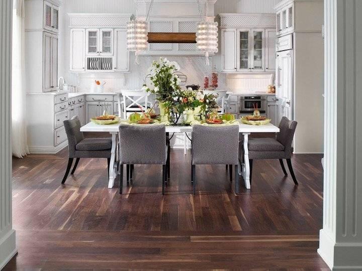 Dark Maple Kitchen Cabinets with Eye Valance In Valrico FL