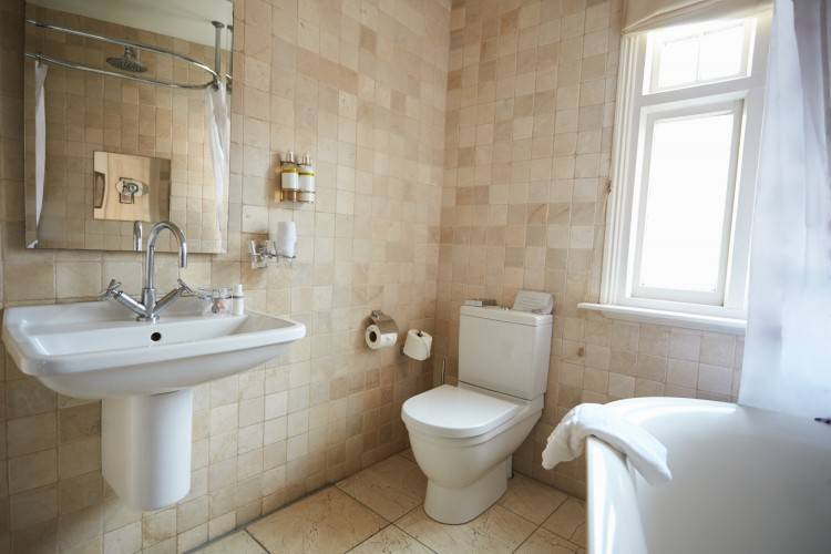 simple bathrooms ideas