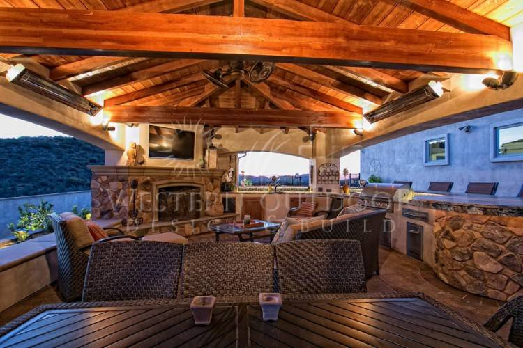 Outdoor living area and BBQ with travertine pavers
