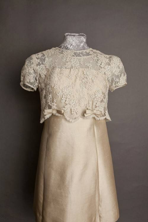 1960s Long Sleeve Wedding Dresses A Line Jewel Neck Backless Simple Chapel  Train Satin With Button UK Bridal Gowns For Vintage Wedding Cheap Satin  Wedding
