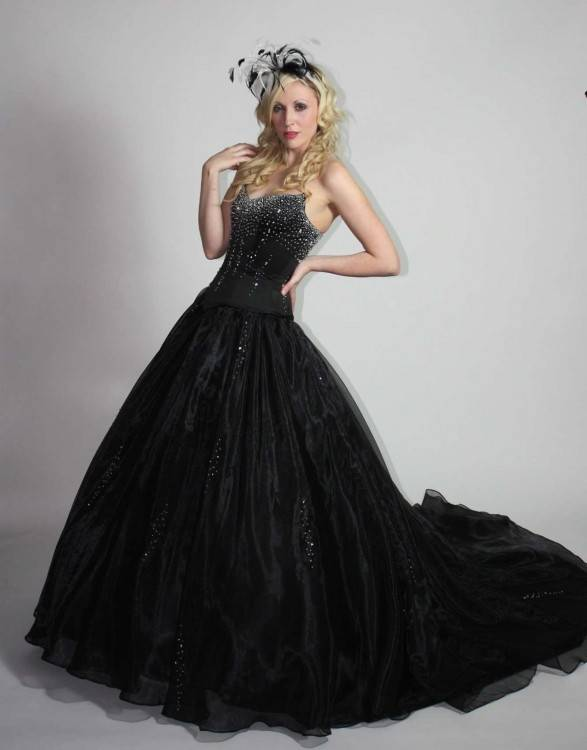 Discount Black And Red Gothic Wedding Dresses 2018 Vintage Court Style Sweetheart Ruffle Taffeta Floor Length Big Bow Sexy Corset Bridal Gowns Bride Wedding