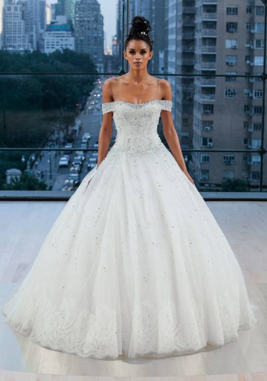 See the complete Inbal Dror Bridal Fall 2018 collection