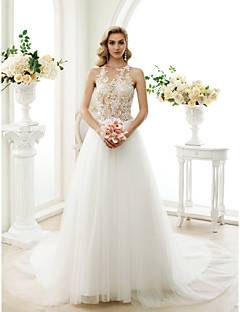 And it's easy when the wedding  dress is so gorgeous! Dress: Screen Siren via Colin Cowie Weddings