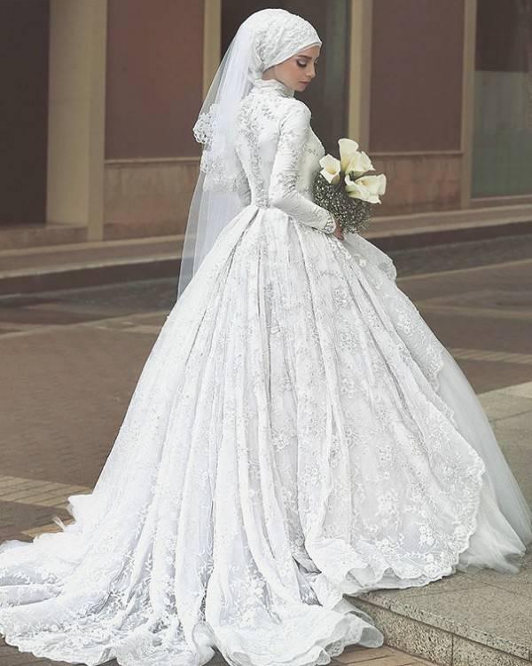 such a clean wedding dress