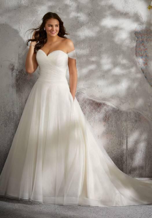 Best wedding dresses for short curvy brides