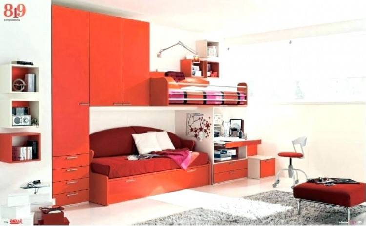 small bedroom with queen size