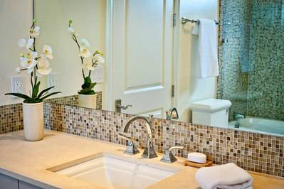 ideas to making your bathroom look and feel spacious: Match Your Color  Palette