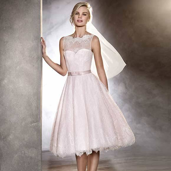 Also sheath dress is lightweight which make it perfect for destination  wedding