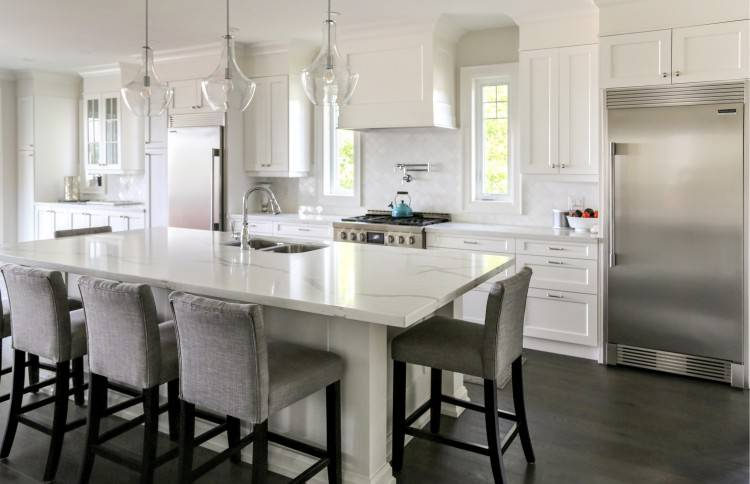 We specialize in the manufacture of a wide variety of high quality, custom made wood cabinet doors and dovetail drawers suited for residential kitchens,