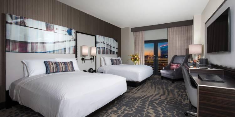 what does split bedroom mean room two queen beds split level master bedroom  ideas