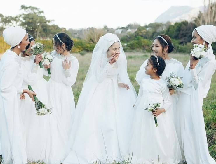 In short Bridal Hijab Styles 2013 comprises of fabulous Bridal Hijabs that  have stunning styles, nice cuts and awesome patterns and these hijabs  facilitate
