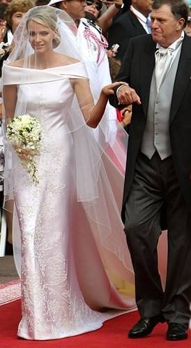 Luxury Lace Royal Wedding Dresses 2017 Ball Gown Sheer Crew Neckline Sheer  Long Sleeves Beaded Cathedral Train Bride Wedding Gowns Bridal Wear Brides