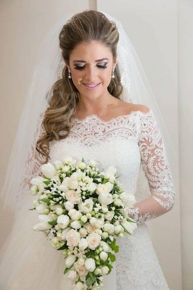 Strapless wedding dress hair