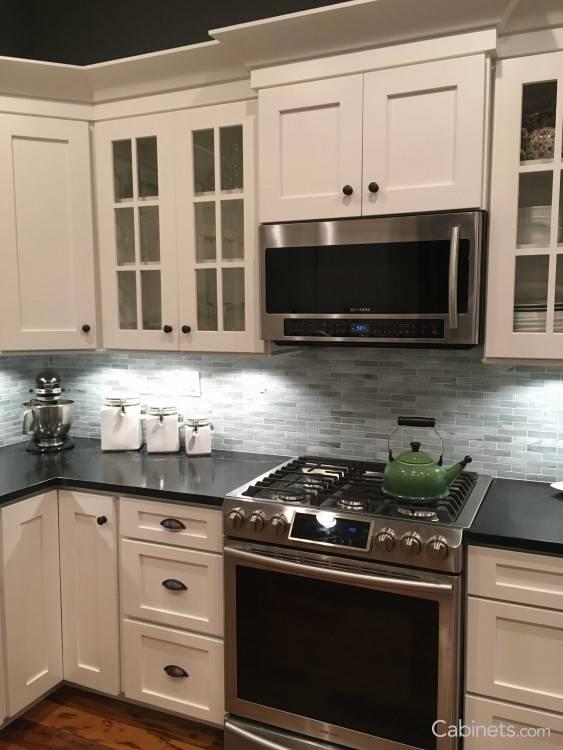 TennysMCdtMAloMApCAnrK · White Rainier slab kitchen cabinets in Alpine opaque finish