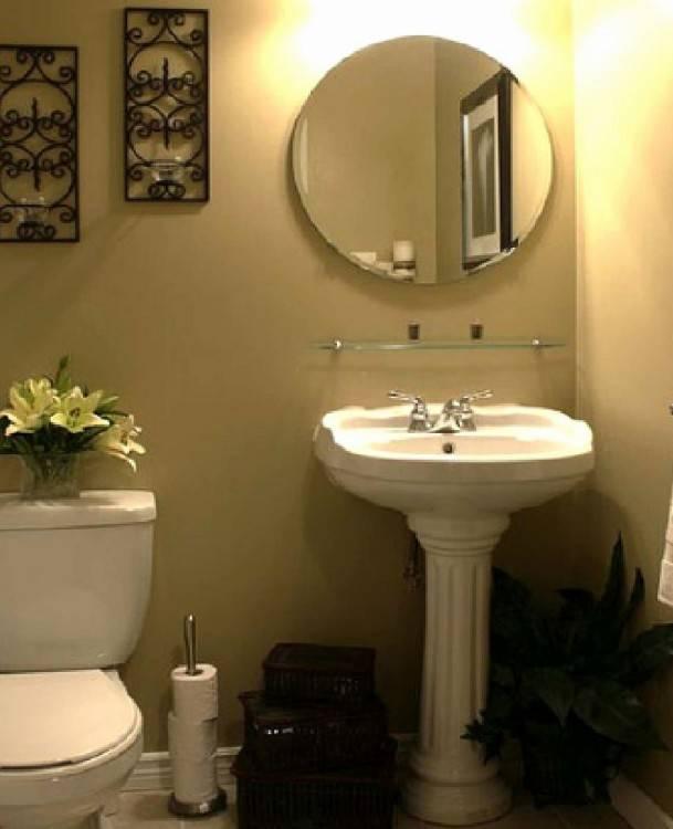 small pedestal sink bathroom