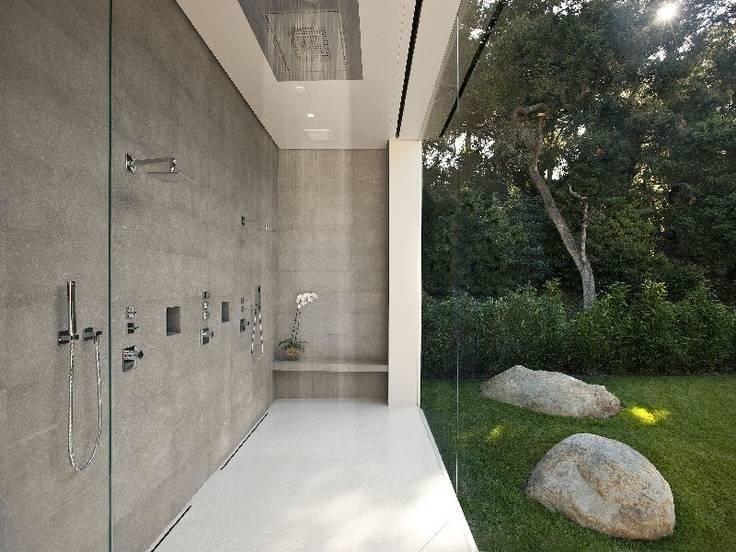 One outdoor garden shower design