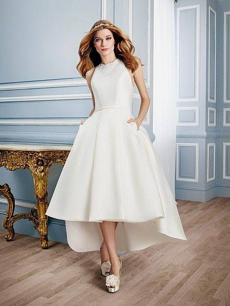 Discount Vintage 3D Lace Floral Boho Fairy Wedding Dresses 2018 Modest V  Neck Full Length Outdoor Garden Beach Holiday Bridal Reception Dress Unique  Wedding