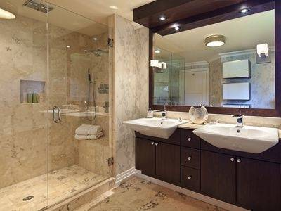 Small  Bathrooms With Tub