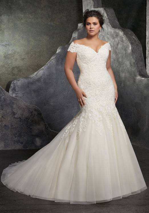 2017 Off Shoulder Long Sleeves Ball Gown Wedding Dresses Vestidos De Novia Full Lace Backless Long Arabic Style Court Train Bridal Gowns inexpensive vintage