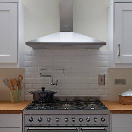 Kitchen Splashback Ideas Using Stainless Steel for Clean Kitchen | Mytonix