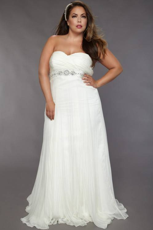 Long prom dresses which will make you look slimmer: how to choose the best  prom dress to flatter your body type