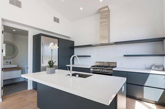Tagged: kitchendesign realestate whitekitchen
