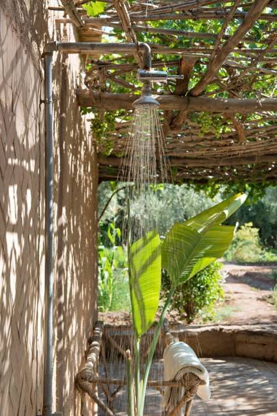 Outdoor shower & bath garden