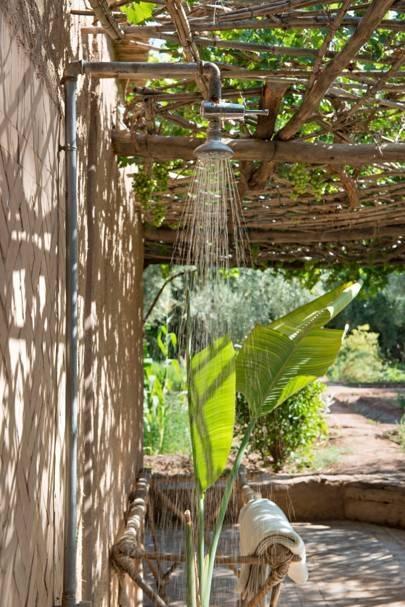Outdoor shower & bath garden