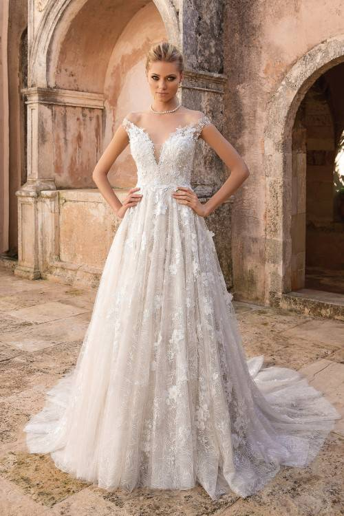 wo0uld want to be luxurious and beautiful at their wedding ceremony? A small range of styles and trends is worth seeing for you to make an easy choice