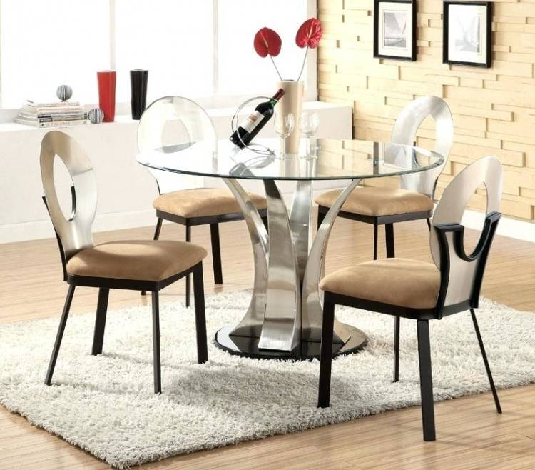 The round table is a smart choice for any decoration, but the design of  this table becomes more functional as a dining table
