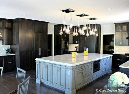 kitchen two tone cabinets