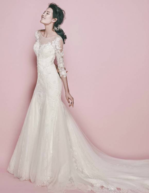 Highstreet bridal wear has come on leaps and bounds in the last couple of years, and ASOS has led the pack when it comes to affordable wedding dresses