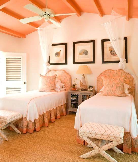 peach room decor