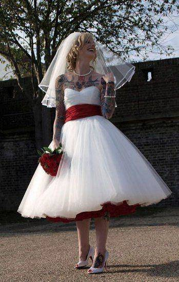 Discount 1950'S Style Short Wedding Dresses Bateau Lace Ribbon Cover Button Back Beach Spring Tea Length Bridal Gowns Lace Half Sleeves Ball Gown Affordable