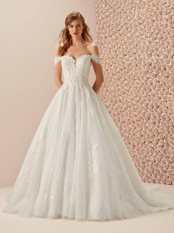 Discount Country Style A Line Wedding Dresses Romantic Cap Sleeves Appliques Chiffon 2018 Long Bridal Gowns Beach Cheap Inexpensive Wedding Dresses Red