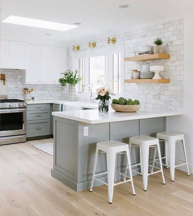 Kitchen with a backsplash featuring patterned white subway tile