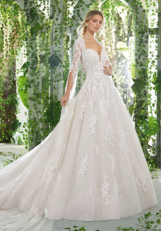 Unique, stunning, and with just a hint of royal beauty, this gorgeous trend  will let your personality shine on your wedding day
