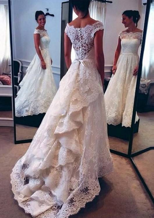 Show me the bustle on your lace fit and flare or mermaid dress « Weddingbee Boards I LOVE this bustle! | Weddings | Wedding dress bustle, Wedding,